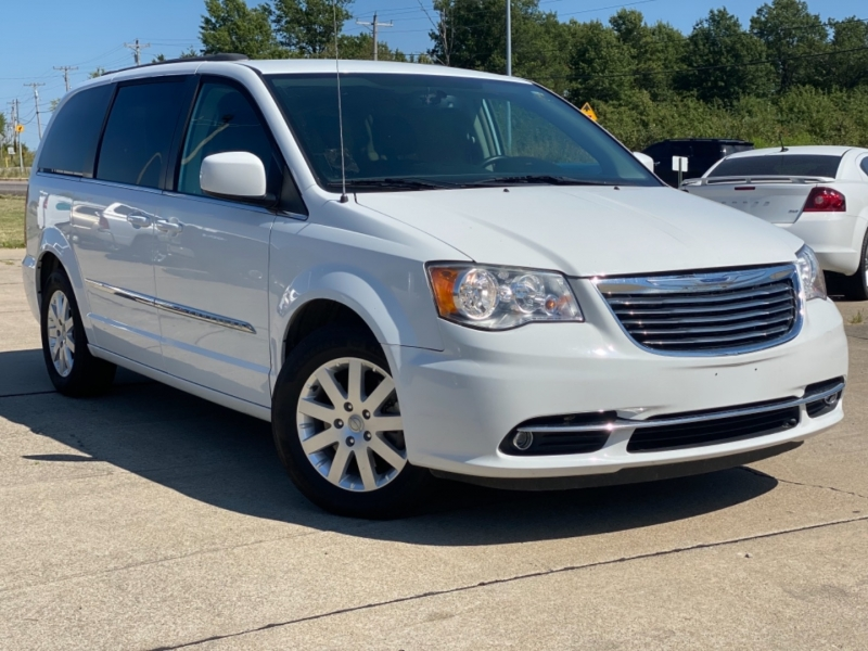 Chrysler Town & Country 2016 price $11,999 CASH