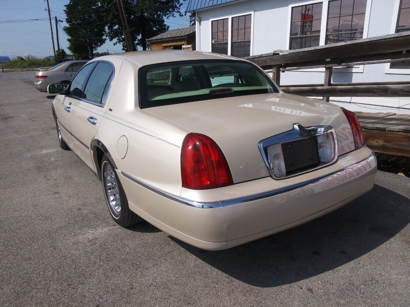 Lincoln Town Car 2002 price Call us