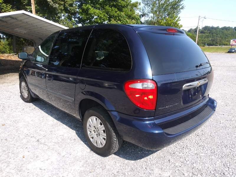 Chrysler Town & Country 2005 price Call us