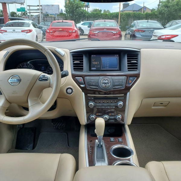 Nissan Pathfinder 2013 price $10,700