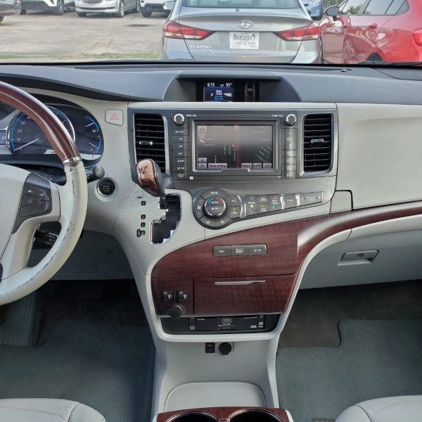 Toyota Sienna 2012 price $13,200