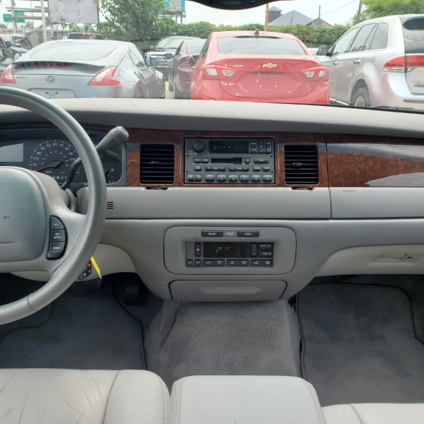 Lincoln Town Car 2002 price $6,999