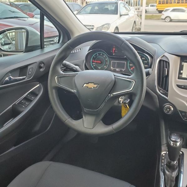 Chevrolet Cruze 2018 price $9,499