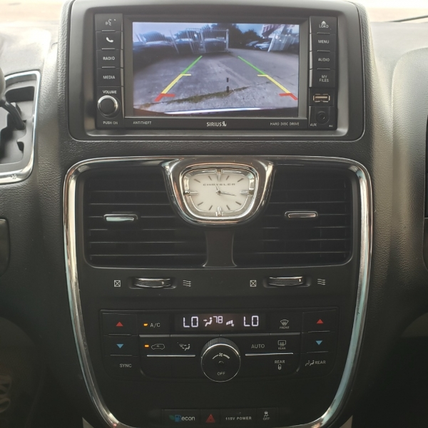 Chrysler Town & Country 2014 price $9,695