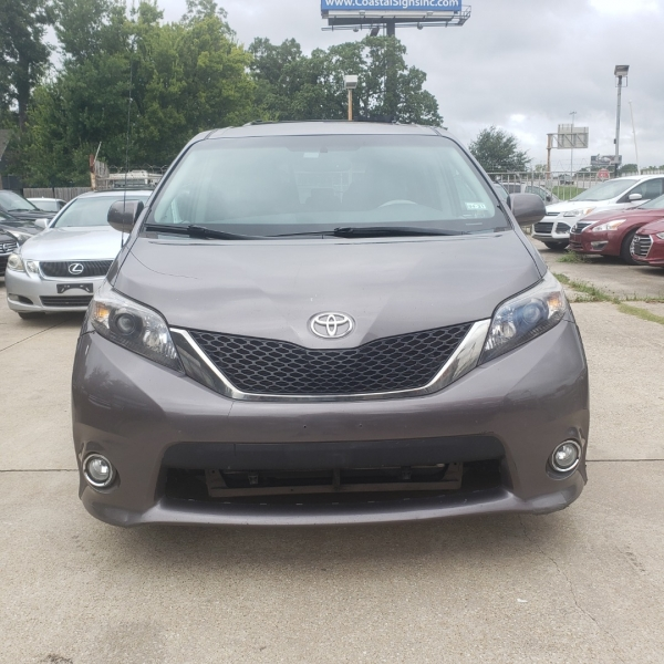 Toyota Sienna 2014 price $15,199