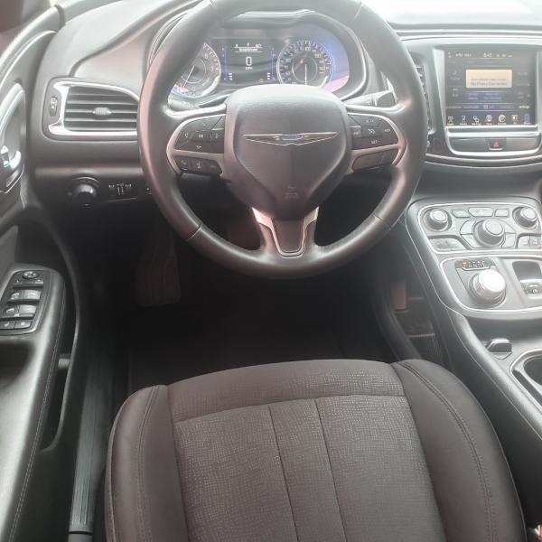 Chrysler 200 2015 price $10,899