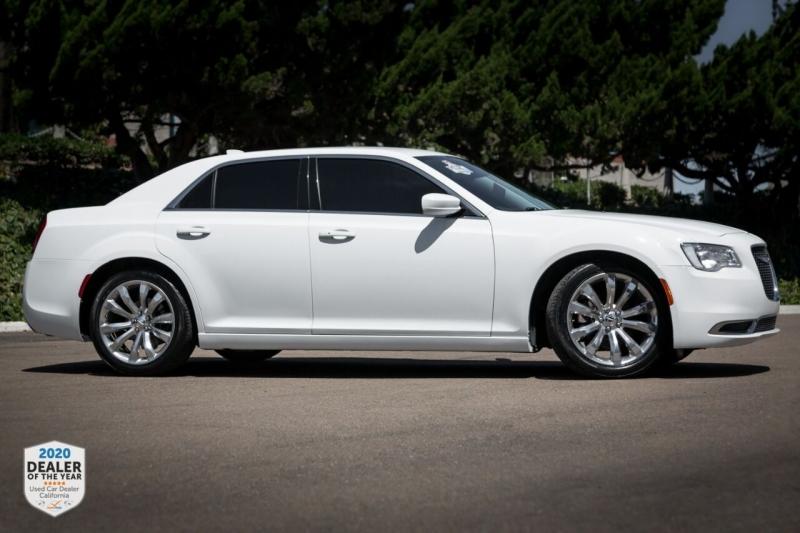Chrysler 300 2017 price $20,900