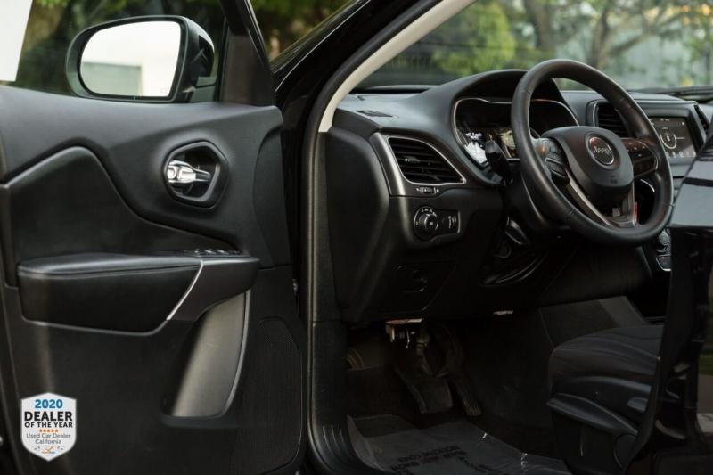 Jeep Cherokee 2019 price $17,700