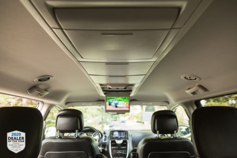 Chrysler Town and Country 2012 price $11,498