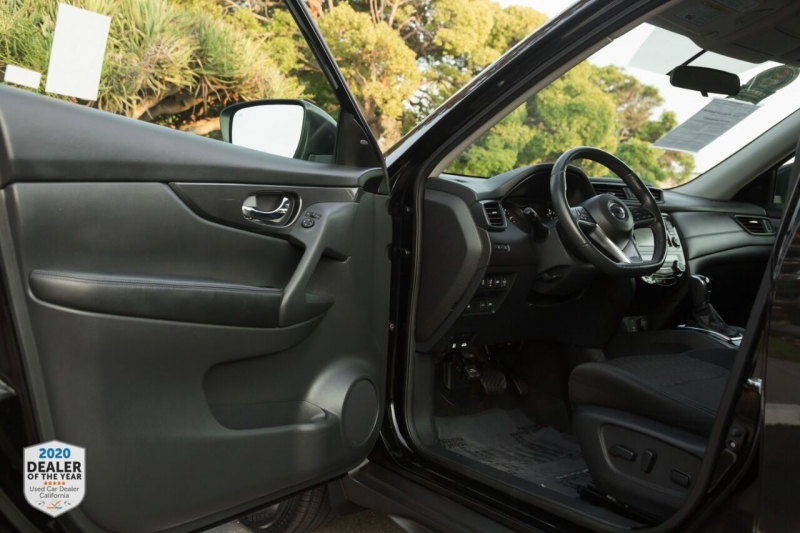 Nissan Rogue 2017 price $16,990