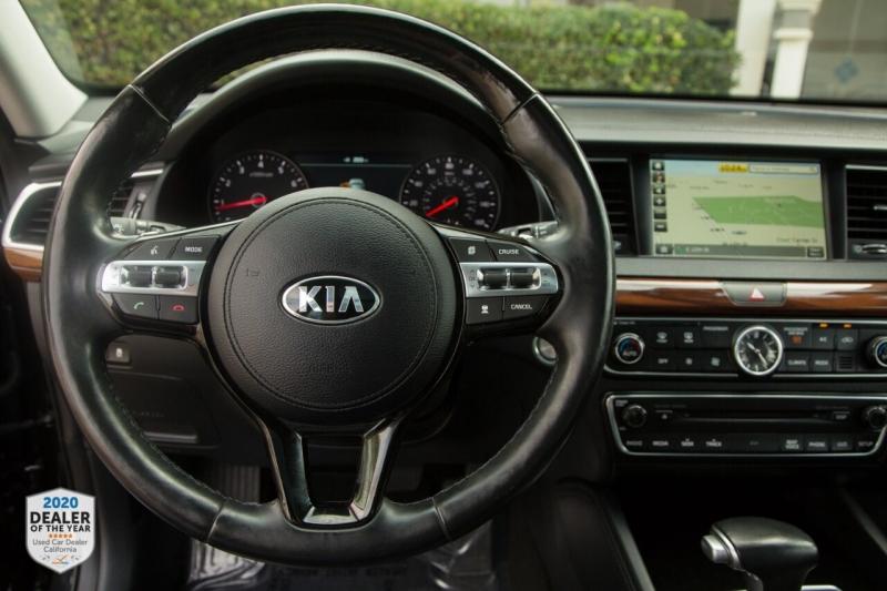 Kia Cadenza 2017 price $22,700