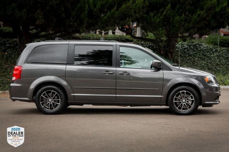 Dodge Grand Caravan 2016 price $14,965