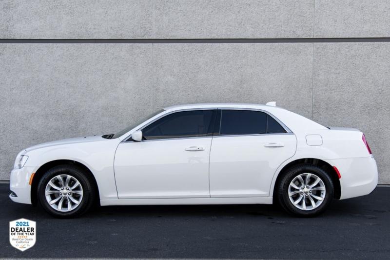 Chrysler 300 2019 price $21,997