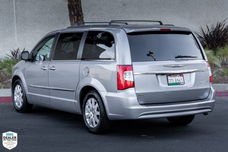 Chrysler Town and Country 2014 price $13,900