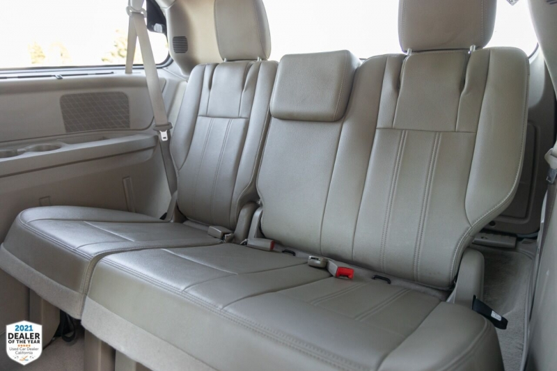 Chrysler Town and Country 2016 price $21,900