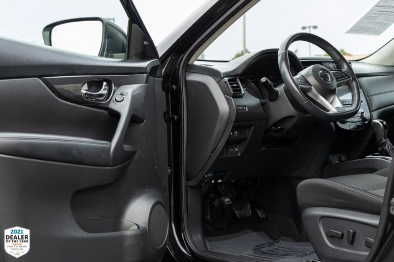 Nissan Rogue 2017 price $17,800