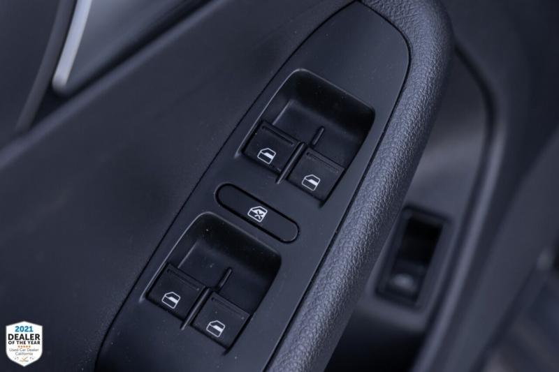 Volkswagen Jetta 2016 price $13,900